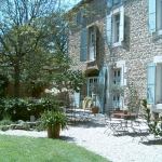 Set in a Provençal house dating back to 1850 in Althen-des-Paluds, Mas des Avettes B&B offers a manicured garden with outdoor swimming pool and sun loungers. Massages can also be arranged on site. Offering pool views and free Wi-Fi, the guest rooms come with a flat-screen TV and a private bathroom with hairdryer and bathtub or shower. Every morning, a continental breakfast with homemade jam is served on site. Meals featuring traditional and Provençal food can also be prepared by the host, upon request. Gastronomic or wellness weekends can be organised. Guests can enjoy a Spa just 10 km away or drive 12 km to L'Isle-sur-la-Sorgue. Mont Ventoux is 30 km away, while Pont du Gard Bridge is 40 km away. For transportation, Avignon TGV Train Station is a 15-minute drive away and Marseille Provence Airport is a 45-minute drive away.
