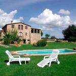 El Can Cufi se encuentra en una zona tranquila a 2 km de Seriñá y ofrece apartamentos rústicos. Además, incluye jardín compartido con piscina, zona de barbacoa y parque infantil. Los alojamientos cuentan con conexión Wi-Fi gratuita, cocina con lavavajillas y zona de estar al aire libre y cubierta. Los 2 baños tienen ducha. El Can Cufi se sitúa a solo 6 km de Banyoles. El aeropuerto de Girona está a 25 minutos en coche.