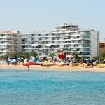 El Catalonia ofrece apartamentos de decoración playera con terraza con vistas al mar y aparcamiento privado gratuito justo al lado de la playa de L'Estartit. Los apartamentos del Catalonia cuenta con salón comedor luminoso con sofá y TV, baño con ducha y cocina o zona de cocina con microondas, fogones y utensilios. También incluyen lavadora y ropa de cama. A unos 5 minutos a pie de los apartamentos hay muchos bares y restaurantes. Hay varias playas de la Costa Brava a unos 30 minutos en coche. El aeropuerto más cercano es el de Girona-Costa Brava, a 53 km.