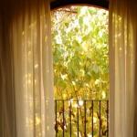 El Hotel Torres, situado en el centro del pequeño pueblo de Arbúcies, es un hotel rural pequeño y tranquilo, ubicado en un entorno natural de gran belleza. Ocultas en el interior de Cataluña, cerca del espectacular Parque Natural del Montseny, las preciosas habitaciones del Torres disponen de aire acondicionado, refrigerador, televisión vía satélite y conexión Wi-Fi. Respire el aire fresco de la montaña en su balcón privado, disfrute del desayuno en su habitación por la mañana, y goce de la tranquilidad para leer en la biblioteca. Podrá aprovechar el servicio de comida empaquetada que le ofrece el hotel, para explorar los alrededores, donde también podrá disfrutar de recorridos a pie por la zona.