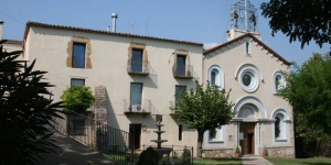 The Mare de Déu de la Salut de Terrades Sancturary features a chapel, extensive gardens and a traditional Catalan restaurant. It is located in the village of Terrades, a 15-minute drive from Figueres.