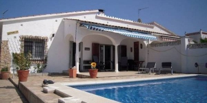 This detached holiday home with a private swimming pool is located in the beach resort of L' Escala,  only 1 km from the sea. The holiday home is all on one level and has a partially covered terrace. The covered terrace assures that you can enjoy the sun and the shade during your holiday. The accommodation will provide you with a tv, a patio and satellite channels. Complete with a dishwasher, the dining area also has a microwave and a refrigerator. Private bathroom also comes with a shower. Extras include a washing machine. At Holiday Home Mary Jo L' Escala you will find a garden. Enjoy your well deserved holiday with a glass of wine on the terrace or take a refreshing dip in the swimming pool.L Escala is the most southerly village on the bay of Rosas. Here you can enjoy the peace and quiet or undertake some of the activities which L Escala and the environs have to offer. Whether you love sports such as diving. windsurfing. cycling or golfing. or are on the hunt for culture. Visit the famous Dali museum in Figueres only a 30 minute drive away.