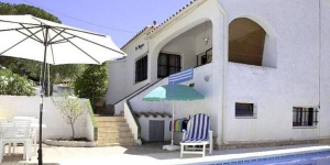 This detached holiday home with private swimming pool is located in the Puig Sec district of the resort of L Escala. The holiday home is nicely decorated and has all modern comforts.