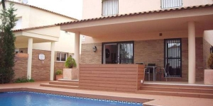 Located in Empuriabrava, Pani 108 A offers outdoor pool (seasonal).  The property is 800 m from Windoor Realfly.