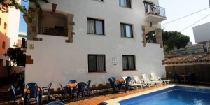 Stay in the Heart of Lloret de Mar  Apartamentos Caribe Lloret are set 330 ft from the beach in Lloret de Mar. This complex offers an outdoor swimming pool and apartments and studios with balconies.