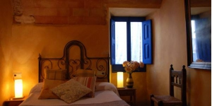 Hostal Blau is a charming guesthouse set in a 17th-century town house in the Medieval village of Peratallada. This rustic property features individually decorated rooms and a terrace.