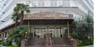 Stay in the Heart of Lloret de Mar  Hotel Garbi Park is located in a lively area of Lloret de Mar, 330 yards from the beach. Outdoor and indoor swimming pools are available, and a large sun terrace.