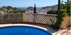 Offering panoramic views over Tossa de Mar and the sea, this villa is 4 minutes' drive from the beach and castle. It features a private terrace with barbecue facilities, and shares an outdoor pool.