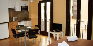 Girorooms are in the medieval quarter of Girona, just 270 yards from the cathedral. These stylish apartments offer flat-screen TVs and free Wi-Fi access in most of them.