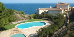 Modern furnished detached holiday home. situated between the hills of Begur.
