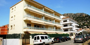 Two bedroom apartment with communal pool situated 75 meters from the beach of Estartit. well equipped.