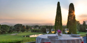Suite Hotel Vila Birdie is located within the extensive TorreMorina Golf and Spa Resort in the heart of Emporda nestled between the Pyrenees and the Mediterranean Sea. The accommodations include suite-style apartments with terraces or private yards.