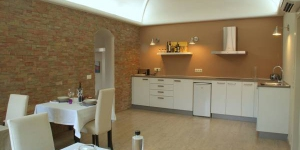 Cal Sabater D'Ordis bed and breakfast in Ordis, Girona features stylishly decorated rooms with private bathrooms, an outdoor swimming pool and garden with barbecue facilities. It is is 7 km from Figueres.