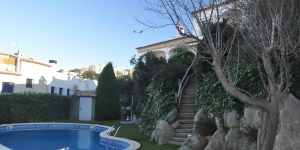 "Terraced house ""Can Ramon"" is 2 storeys building in the resort,500 m from the centre of Sant Feliu de Guixols, 500 m from the sea, by a road. For shared use one will have garden with lawn, swimming pool (01."