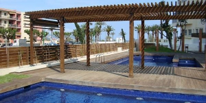 Apartment Cristal Mar Empuriabrava is a 3-room apartment 75 m2 on 7th floor with elevator. It is built in 2009.