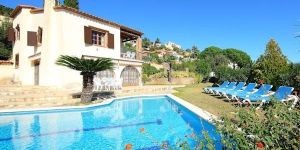 Holiday Home Cabanyes Calonge is a 7-room house on 2 levels. It is located in Cabanyes-Mas Toi, 2 km from Calonge.