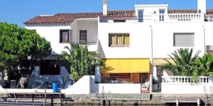 Holiday Home Port Emporda 83 Empuriabrava is located in the district of Port Emporda, 1.4 km from the sea.
