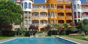 "Resort ""Gran Reserva"" is 3-storey building. In the centre of Empuriabrava, 300 m from the sea, 200 m from the beach."