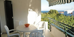 "Ginesta Iv is a two-bedroom apartment 75 m2, on the ground floor of the 3-storey apartment block ""Ginesta IV"" in Llançà, below carretera, in a quiet position, 200 m from the sea. It accommodates up to five people."