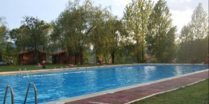Offering a wide range of leisure facilities including an outdoor pool, football and basketball courts and a children's playground, Camping Ripolles is located in Ripoll, within the Catalan Pyrenees. This camping site offers wooden bungalows with heating, seating area with TV and private bathroom.