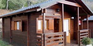 Featuring free Wi-Fi, Camping Can Fosses offers wooden bungalows in Planoles, within the Ribes Valley.  The ski resorts of La Molina and Masella are 20 km from the camping.