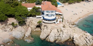 The Hotel Costa Brava enjoys one of the best locations in the town of Platja d'Aro, overlooking the sea. It has a restaurant with panoramic views and free Wi-Fi in public areas.