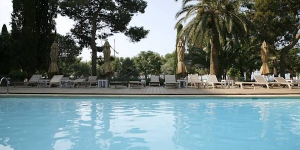 The historic Hotel Trias is next to Palamós Beach, a 5-minute walk from the town's fishing harbour. It offers free Wi-Fi and an outdoor pool with wonderful Costa Brava views.