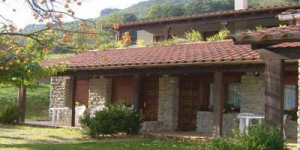 The Allotjaments Colomer-Cullell is set in the Vall d'en Bas, in the south west of the Garrotxa Region. The complex features swimming pools, spacious gardens and free parking.