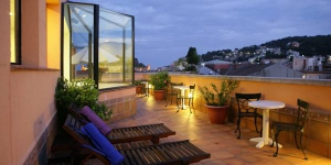 1000 ft from Tossa de Mar Beach, Vila de Tossa features air conditioned rooms with a private balcony. There is free Wi-Fi, and the hotel offers a whirlpool and massage service.