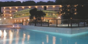 Aparthotel Comtat Sant Jordi offers a seasonal outdoor swimming pool, a grocery store and restaurant. It is just 500 ft from Bella Dona Beach and half a mile from central Platja d'Aro.