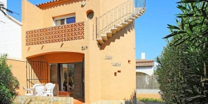 Uschi is located in Empuriabrava. The accommodation will provide you with a terrace.