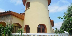 Empuriabrava 2 is located in Empuriabrava. Private bathrooms also come with a bath.