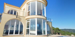 Located in Lloret de Mar, Villa Dali offers an outdoor pool. The property is 4.