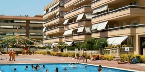 RVHotels Apartamentos Ses Illes offers functional apartments situated 400 metres from Sabanell Beach in Blanes. All accommodation features a private terrace and there is an outdoor pool.