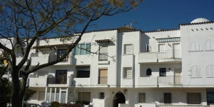 Apartment Port Mistral is a self-catering accommodation located in Empuriabrava. The property is 2 km from Windoor Realfly.