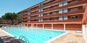 Located in L'Estartit, Apartment Salles Beach offers an outdoor pool. This self-catering accommodation features free WiFi.