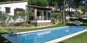 Holiday home Chifranca is located in Begur. There is a full kitchen with a dishwasher and a microwave.