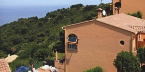 Holiday home Nicole is located in Begur. The accommodation will provide you with air conditioning.