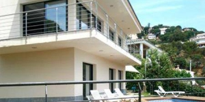 Holiday home Santi is located in Lloret de Mar. The accommodation will provide you with a balcony.