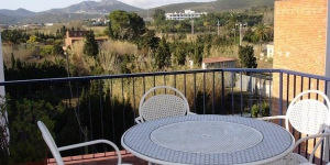 Apartment Bernard is a self-catering accommodation located in Llanca. Complete with a microwave, the dining area also has an oven and a refrigerator.