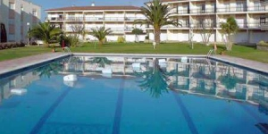 Located in Calella de Palafrugell, Apartment Costa Brava II offers an outdoor pool. Accommodation will provide you with a balcony.