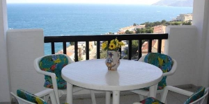 Located in Llanca, Apartment Mar offers an outdoor pool. There is a full kitchen with a microwave and an oven.