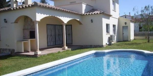 Holiday home Lluna is located in L'Escala. The accommodation will provide you with a balcony.