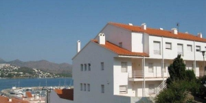 Apartment Aranda is a self-catering accommodation located in Llanca. Complete with a microwave, the dining area also has an oven and a refrigerator.