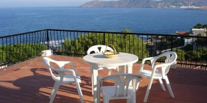 Apartment Prat Soler is a self-catering accommodation located in Llanca. There is a full kitchen with a dishwasher and a microwave.