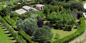 Surrounded by 309 acres of farmland, this country house is located just outside Siurana, in Alt Empordà. It offers free bike rental and rooms with free Wi-Fi.
