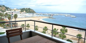 Aiguaneu Sa Carbonera offers fully equipped apartments with free WiFi and a balcony. Located in Blanes, the apartments are set on the beachfront.