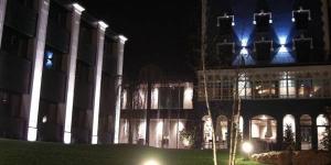 L'Hotel Balneario Font Vella est situé dans la ville de Sant Hilari Sacalm, où jaillissent des eaux de source de montagne réputées. Il abrite un grand spa de luxe et propose des chambres dotées d'une connexion Wi-Fi gratuite. Le spa du Font Vella propose diverses installations dont un sauna, des massages et un pédiluve en pierre. Il comprend également une piscine intérieure, une fontaine de glace et plusieurs hammams. Toutes les chambres élégantes du Font Vella sont dotées d'une télévision par satellite et d'une salle de bains privative avec une baignoire. Un peignoir et des chaussons sont également fournis. Le restaurant de l'hôtel, Sacalm, sert une gamme de plats modernes basés sur des recettes catalanes traditionnelles. Il dispose également d'une carte des vins variée. L'hôtel est installé dans les montagnes de la Sierra de Les Guilleries, région populaire auprès des randonneurs. L'aéroport de Gérone se trouve à 45 km de l'hôtel.