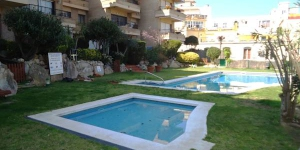 Aufenthalt im Herzen von Lloret de Mar  Located 100 metres from Lloret de Mar Beach, Apartamento Punta Marinera offers a shared outdoor pool and lawn area. The apartment is air conditioned and has a washing machine.