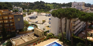 Allotja't al centre de Lloret de Mar  Located in Lloret de Mar, Roc Gros - Reina Fabiola offers mountain views and has access to an outdoor pool. The property is 3.